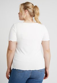 New Look Curves - CURVES LETTUCE ROUCHED FRONT - Jednoduché triko - white - 2