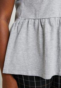 New Look Curves - PEPLUM HEM TEE 2 PACK - T-shirt imprimé - grey - 5