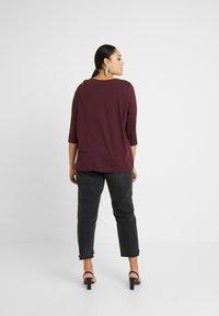 New Look Curves - SIDE BUTTON - Top sdlouhým rukávem - dark burgundy - 2