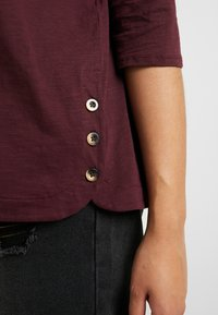 New Look Curves - SIDE BUTTON - T-shirt à manches longues - dark burgundy - 3