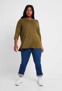 New Look Curves - BELLA V NECK - Svetr - khaki - 1
