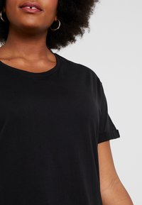 New Look Curves - LONGLINE TEE 2 PACK - T-shirts - black - 5