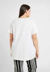 New Look Curves - JADORE BOXY TEE - T-shirt imprimé - offwhite - 2