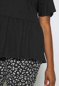 New Look Curves - Basic T-shirt - black - 3