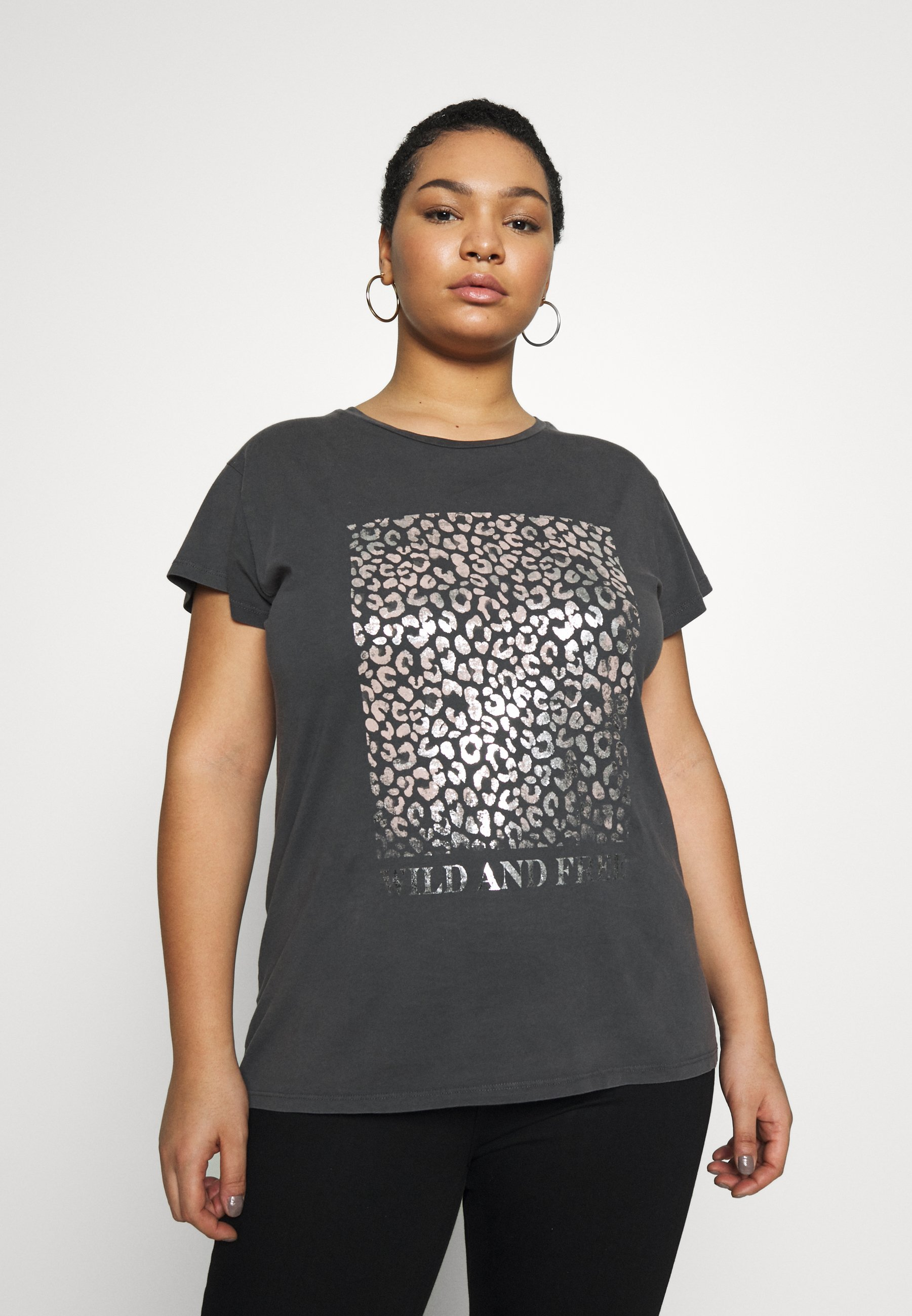 New Look Curves WILD AND FREE LEOPARD FOIL TEE - T-shirts med print - mid grey