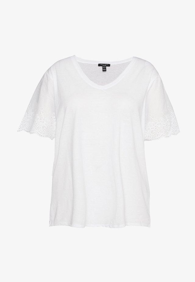 BRODERIE TEE - T-shirt med print - white