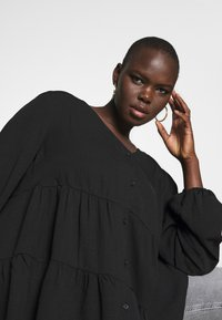 New Look Curves - BROOKE TIERED BUTTON THU - Blouse - black - 4