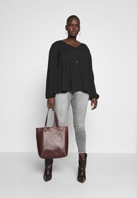 New Look Curves - BROOKE TIERED BUTTON THU - Blouse - black - 1