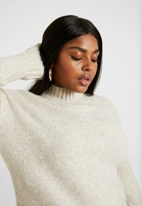 New Look Curves - FUNNEL NECK SIDE SPLIT JUMPER - Neule - oatmeal - 3