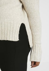 New Look Curves - FUNNEL NECK SIDE SPLIT JUMPER - Neule - oatmeal - 5