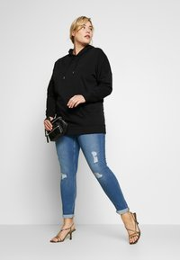 New Look Curves - HAYLEY LONGLINE HOODIE - Hoodie - black - 1