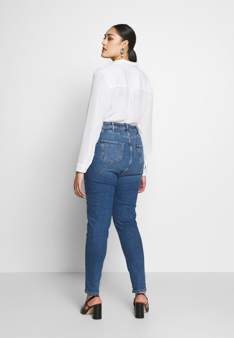 New Look Curves - WAIST ENHANCE MOM - Džíny Straight Fit - mid blue
