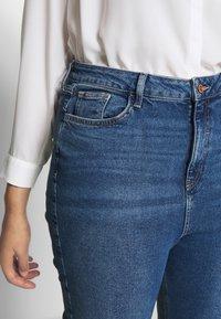 New Look Curves - WAIST ENHANCE MOM - Džíny Straight Fit - mid blue - 6
