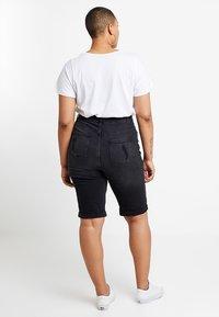 New Look Curves - KNEE - Jeansshort - black - 2