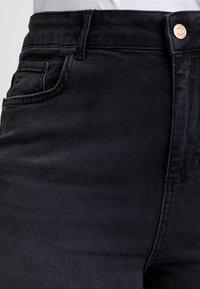 New Look Curves - KNEE - Jeansshort - black - 5