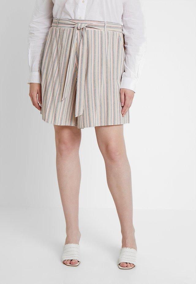 CHARLOTTE - Shorts - white