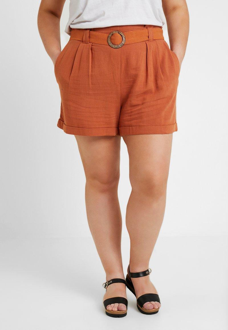 New Look Curves - BERMUDA BUCKLE - Kraťasy - burnt orange