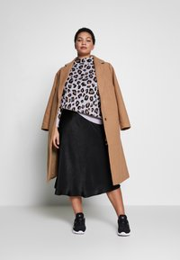 New Look Curves - GABRIELLE BOILED BELTED - Classic coat - camel - 1
