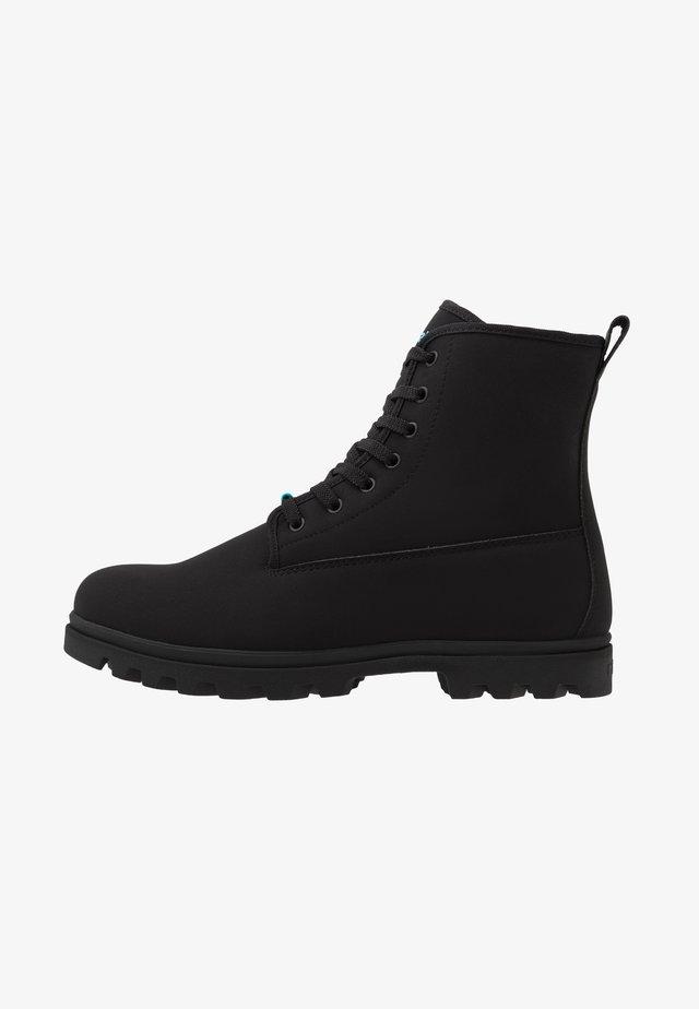 JOHNNY TREKLITE - Šněrovací kotníkové boty - jiffy black