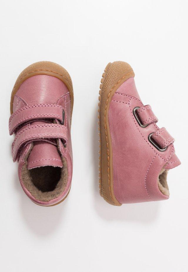 RACOON - Lära-gå-skor - rosa