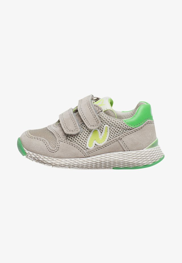 SAMMY - Baby shoes - green