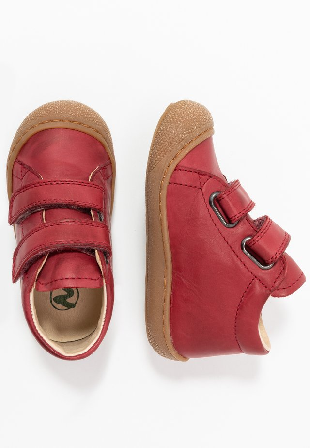 COCOON  - Baby shoes - granata