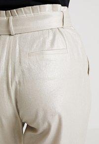 NAF NAF - ELINO - Pantaloni - light gold - 5