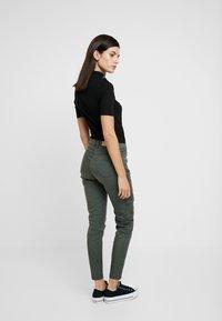 NAF NAF - ROCKY - Pantalones - urban kaki - 2