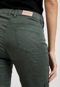 NAF NAF - ROCKY - Pantalones - urban kaki - 5