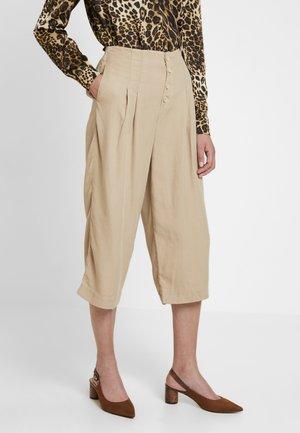 Shorts - sand