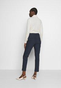 NAF NAF - EAVENUE - Pantalon classique - bleu marine - 2