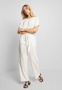NAF NAF - Pantalon classique - ecru/noir - 1
