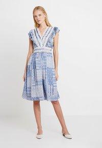 NAF NAF - SIREN - Robe d'été - light blue - 0