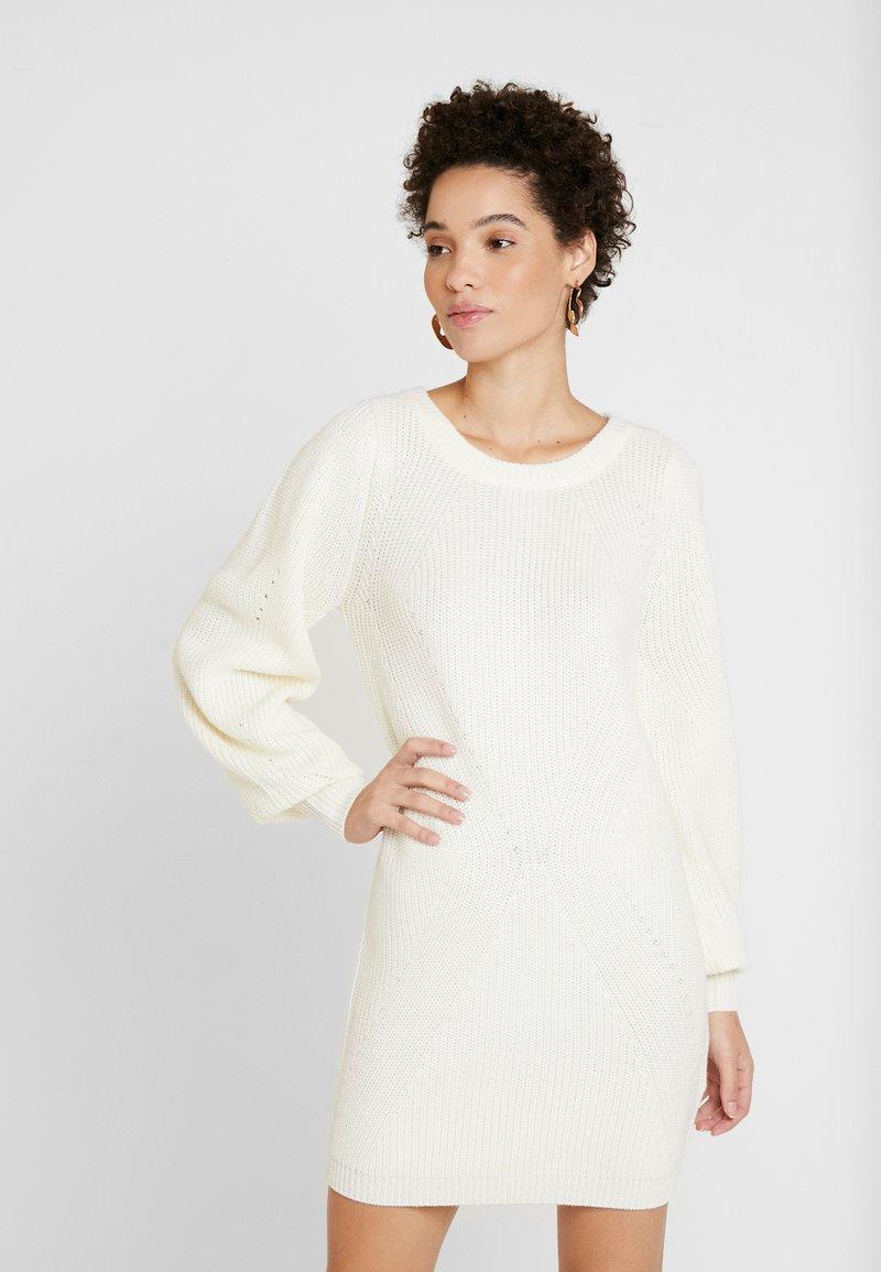 NAF NAF - MUNI - Pletené šaty - ecru