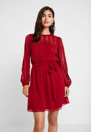 LATROUSSO - Robe d'été - rouge dorient
