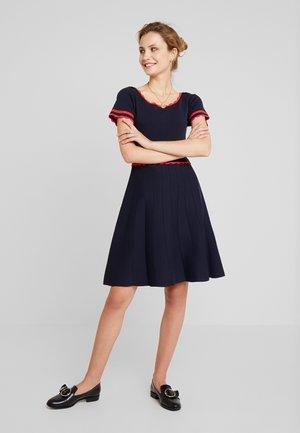 MIRANDA - Sukienka dzianinowa - bleu marine