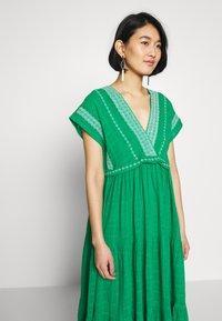 NAF NAF - LASCAL - Robe d'été - vert rio - 3