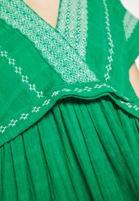 NAF NAF - LASCAL - Robe d'été - vert rio - 5