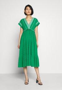NAF NAF - LASCAL - Robe d'été - vert rio - 0