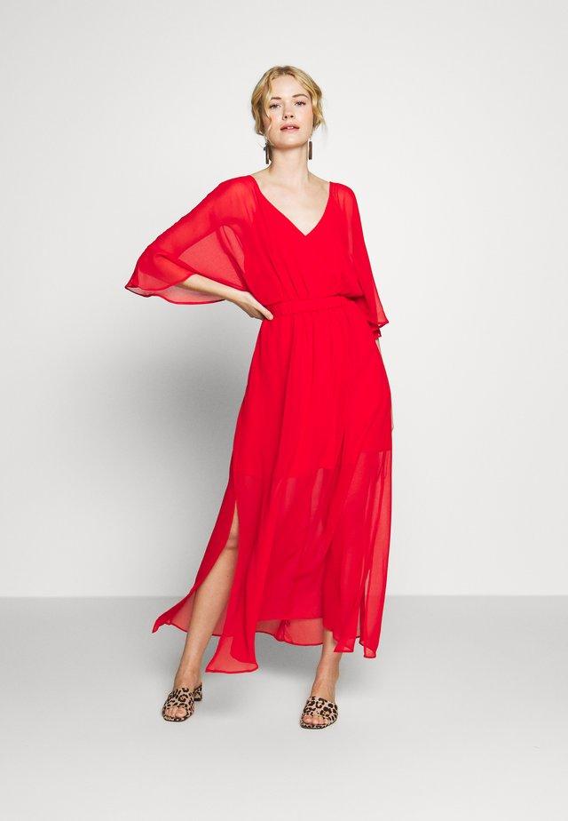 CAMILLE - Długa sukienka - lipstick