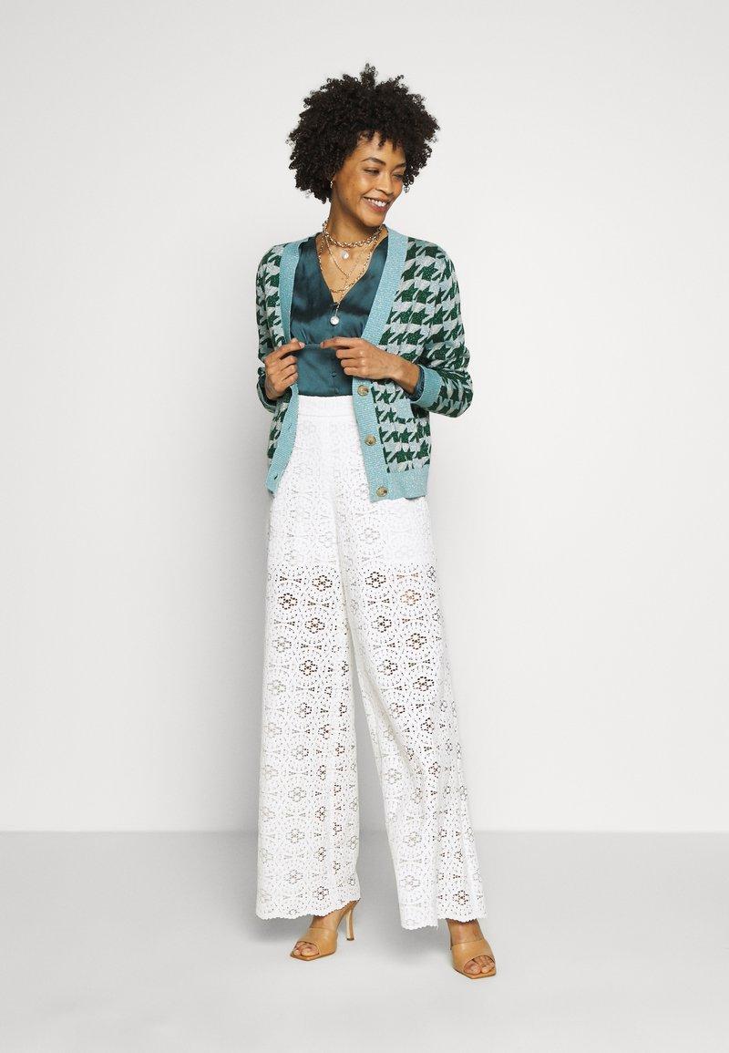 NAF NAF - VALERIA - Trousers - blanc