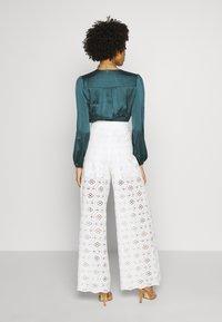 NAF NAF - VALERIA - Trousers - blanc - 2