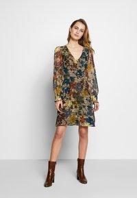 NAF NAF - WAXY  - Korte jurk - beige - 1