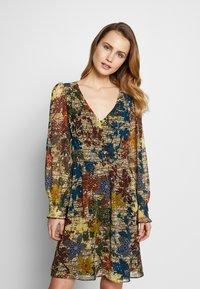 NAF NAF - WAXY  - Korte jurk - beige - 0