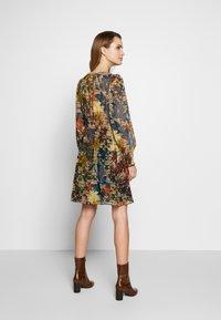 NAF NAF - WAXY  - Korte jurk - beige - 2
