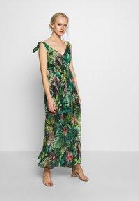 NAF NAF - JANE - Robe longue - green - 0