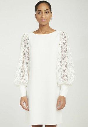 MENR163A - Robe d'été - ecru