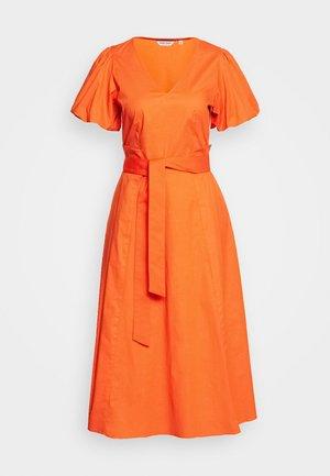POPPY  - Robe d'été - Orange