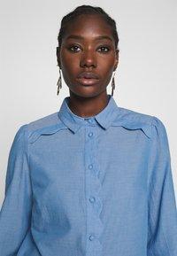 NAF NAF - CHAMBRE - Button-down blouse - light blue - 3