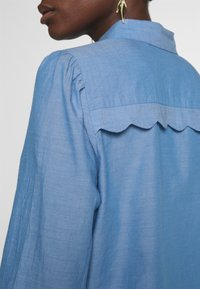 NAF NAF - CHAMBRE - Button-down blouse - light blue - 4